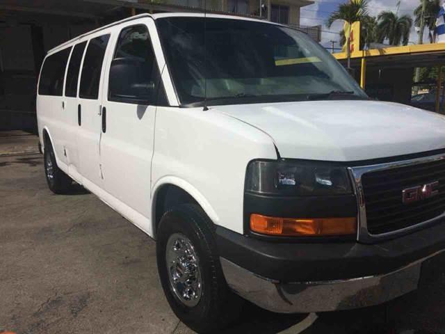 2008 GMC Savana 3500 Passenger LT Extended Van 3D