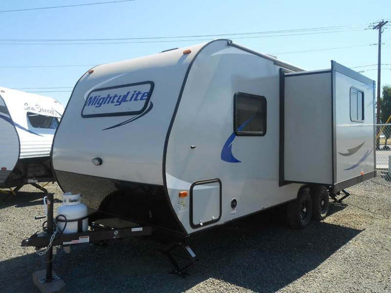 2017 Pacific Coachworks MIGHTY LITE 18RBS TRAVEL TRAILER