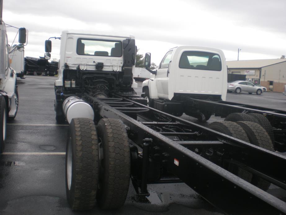 2012 Ud Trucks 3300  Cab Chassis
