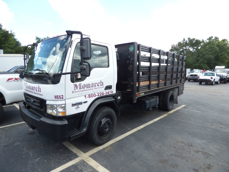 2006 Ford LCF with stake body