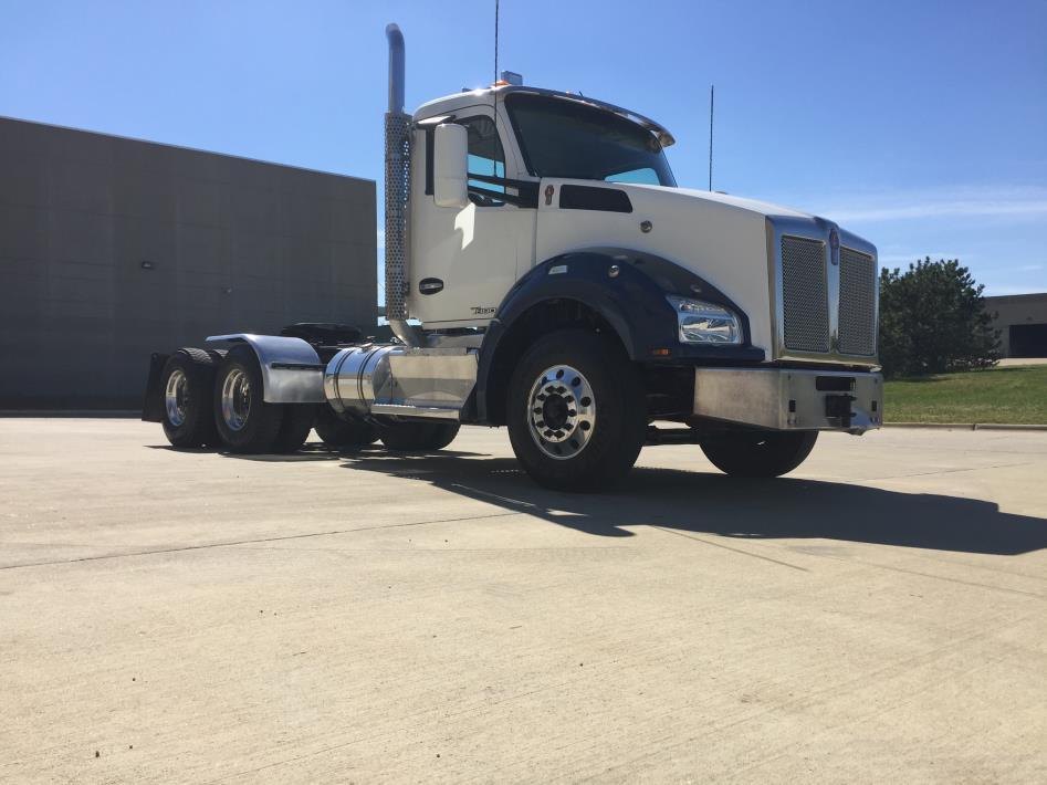 2015 Kenworth T880 Tractor
