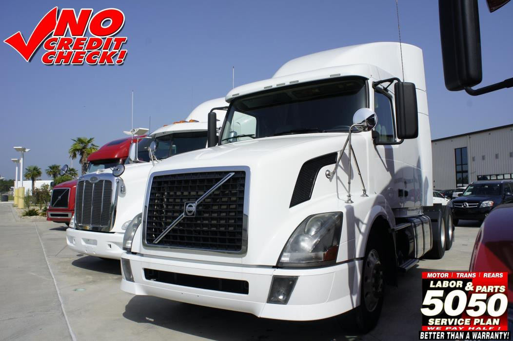 2011 Volvo 630 Conventional - Sleeper Truck