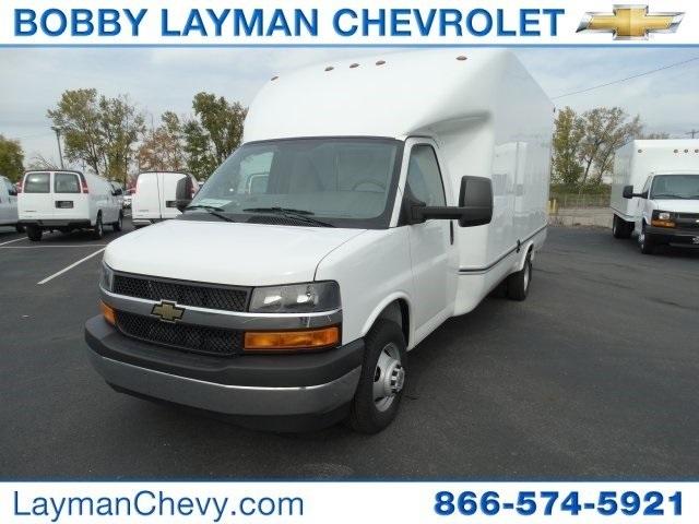 2017 Chevrolet Express Cutaway  Cutaway-Cube Van