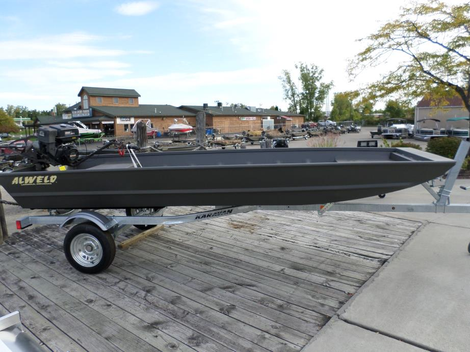 Long tail mud motor boats for sale for Boat motors for sale in sc