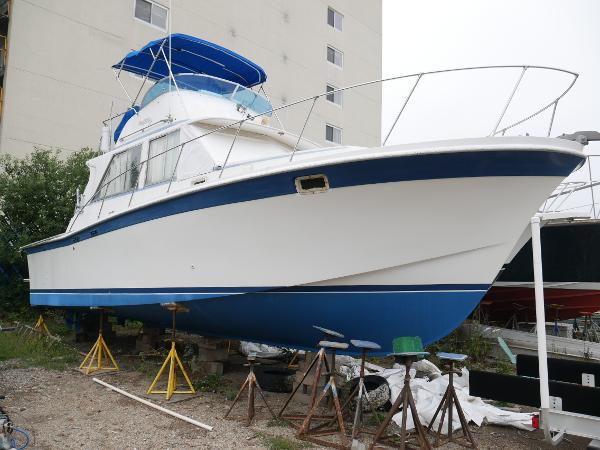 1975 Uniflite 34 Sport Fisherman cruiser