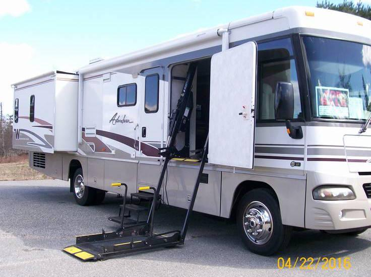 2004 Winnebago Adventurer Handicap Accessible