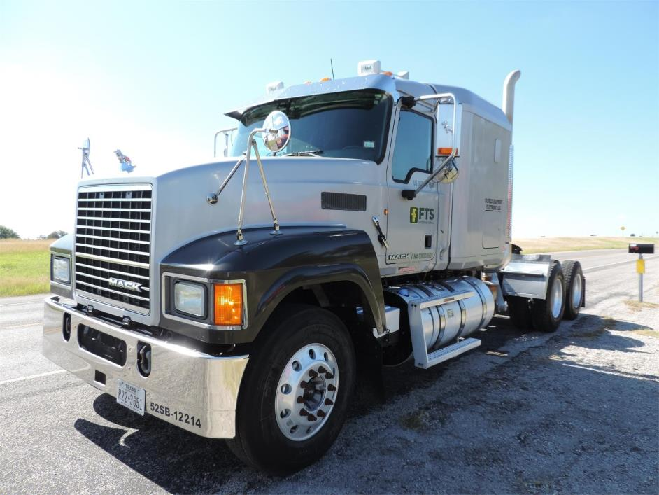 2012 Mack Pinnacle Chu613  Conventional - Sleeper Truck