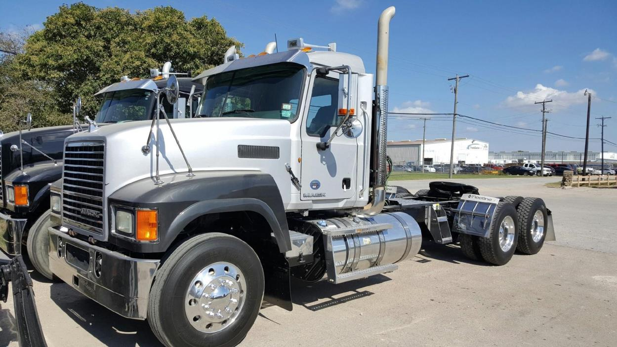 2012 Mack Pinnacle Chu613  Conventional - Day Cab