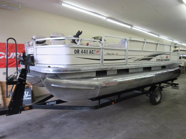 2005 Sun Tracker FISHIN' BARGE 21 Signature Series