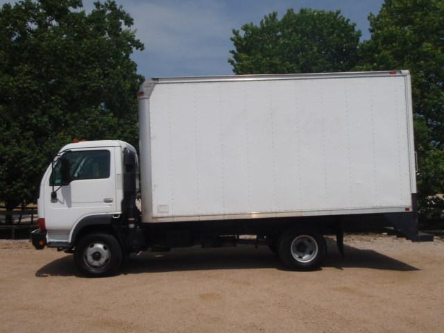 2007 Ud Trucks 1300  Box Truck - Straight Truck