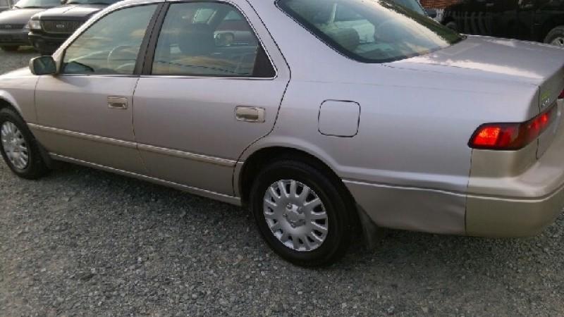 1998 Toyota Camry LE 4dr Sedan