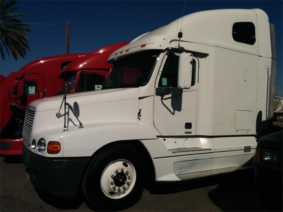 2000 Freightliner Century Class Conventional - Sleeper Truck