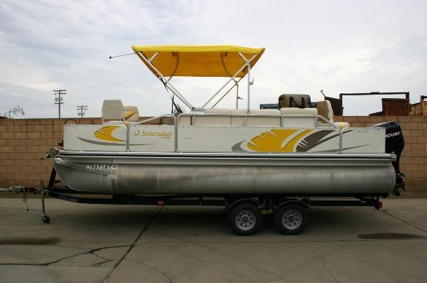 2008 Lowe Suncruiser ss220