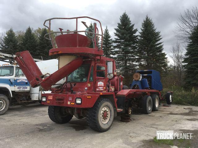 2000 Oshkosh Fcr  Mixer Truck