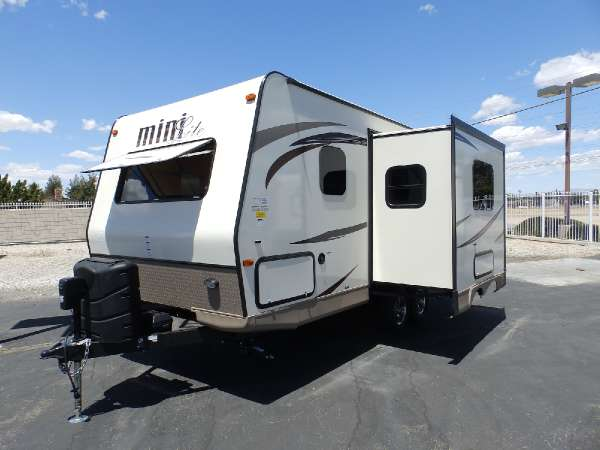 2017  Forest River  ROCKWOOD 2104S  1 SLIDE  FRONT WALK-AROUND BED  REAR BATHROOM  SAPPHIRE PACKAGE  HEATED HOLDING TANKS OUTSIDE BBQ GRILL