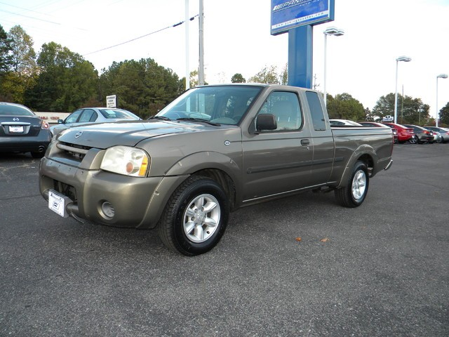 2002 Nissan Frontier 2WD XE King Cab I4 Manual