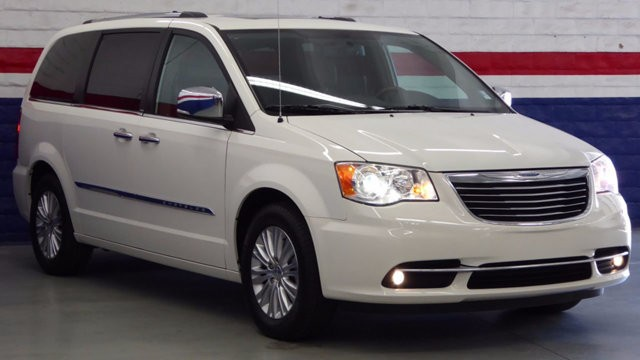 2013 Chrysler Town & Country 4dr Wagon Limited