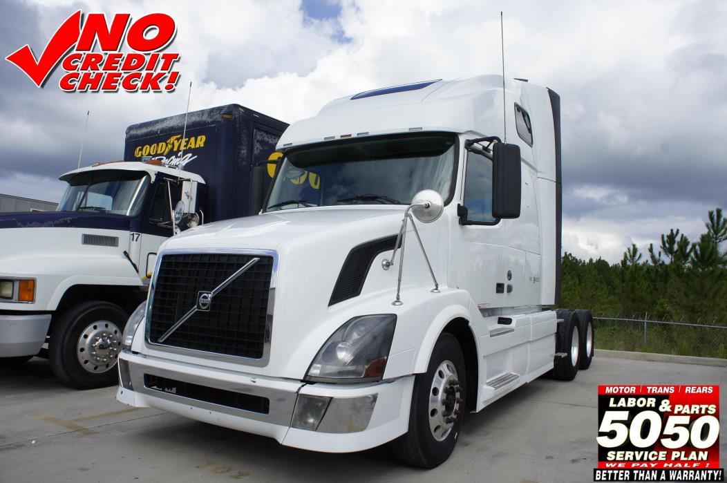 2008 Volvo 670 Conventional - Sleeper Truck
