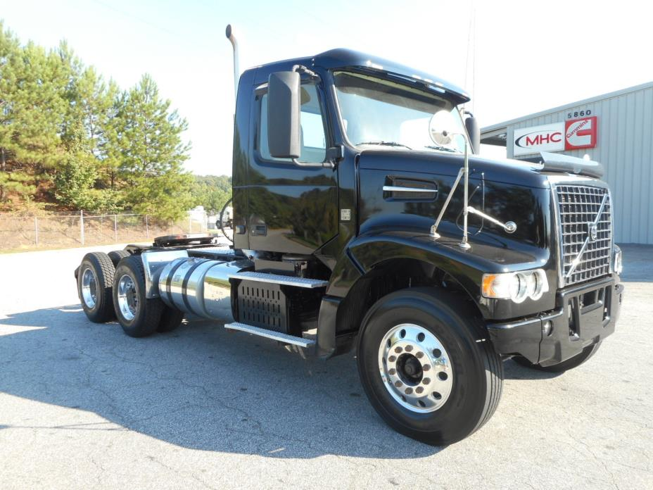 2013 Volvo Vhd104f  Conventional - Day Cab