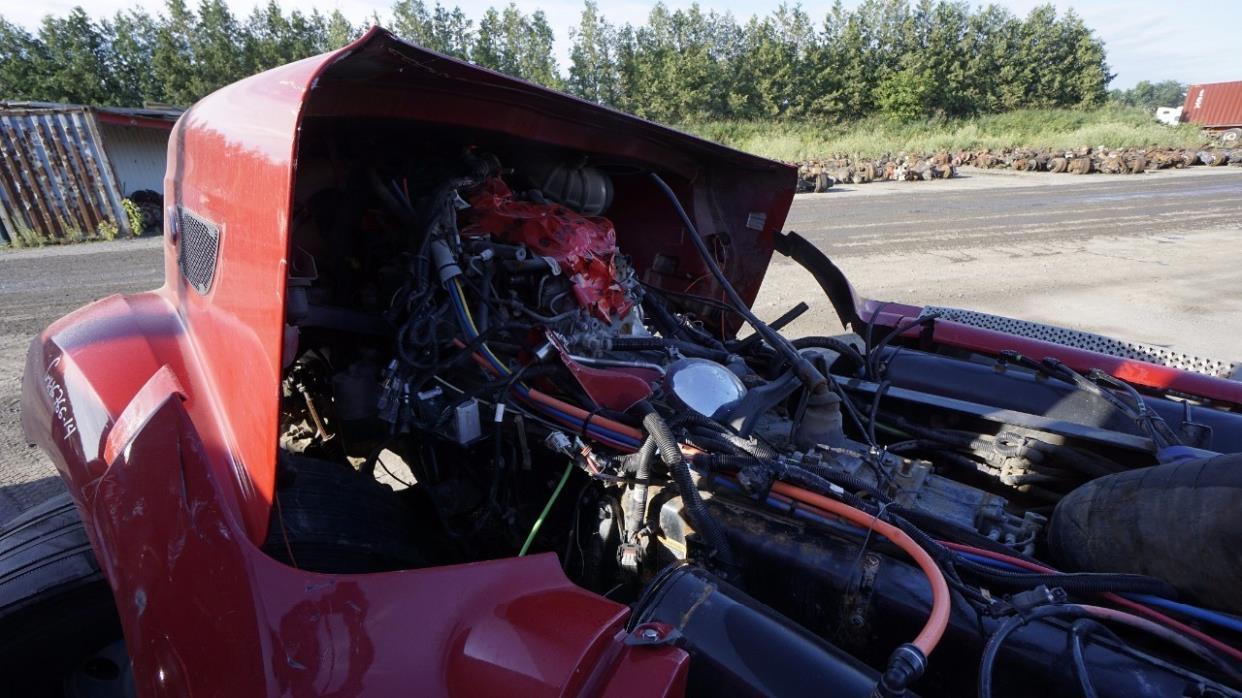 2014 Peterbilt 587 Cabover Truck - Sleeper