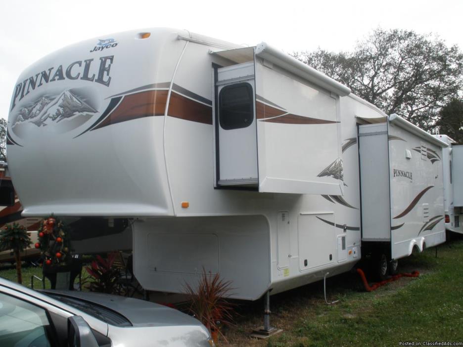 2012 Jayco Pinnacle 5th wheel 40 ft.