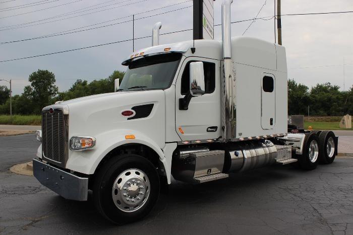 2016 Peterbilt 567  Conventional - Sleeper Truck