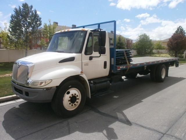 2006 International Durastar 4400 Flatbed Truck