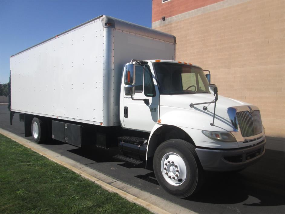2007 International Durastar 4400 Box Truck - Straight Truck