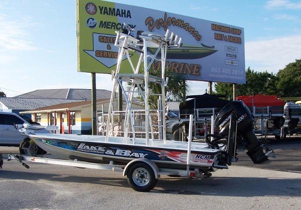 2006 LAKE AND BAY Predator Flats Boat