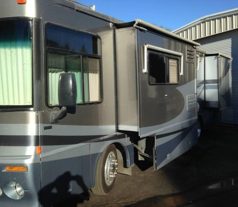 2003 Winnebago Journey 32T