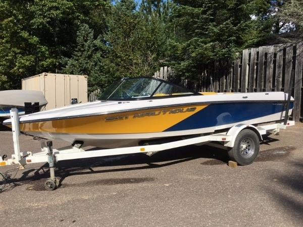 2011 Nautique Ski Nautique 200 Closed Bow Team Edition
