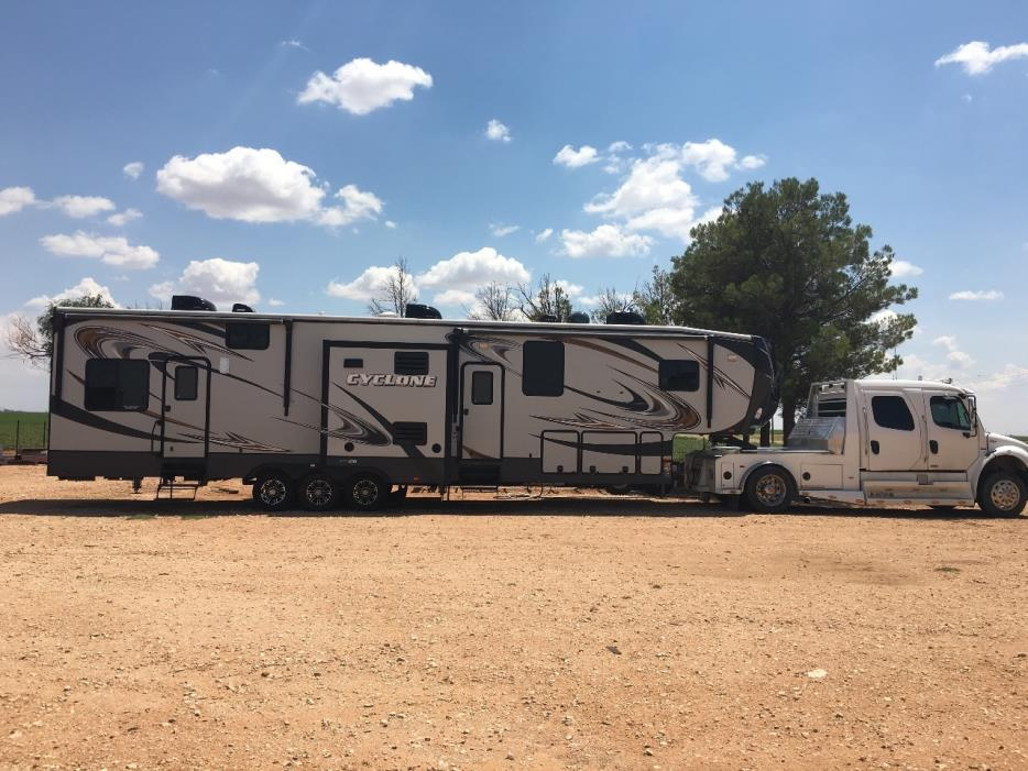 2014 Heartland CYCLONE 4100 KING