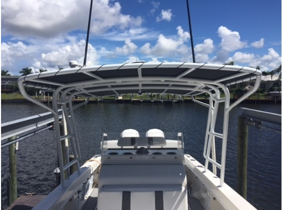 1997 White Water Boats 28 White Water Center console
