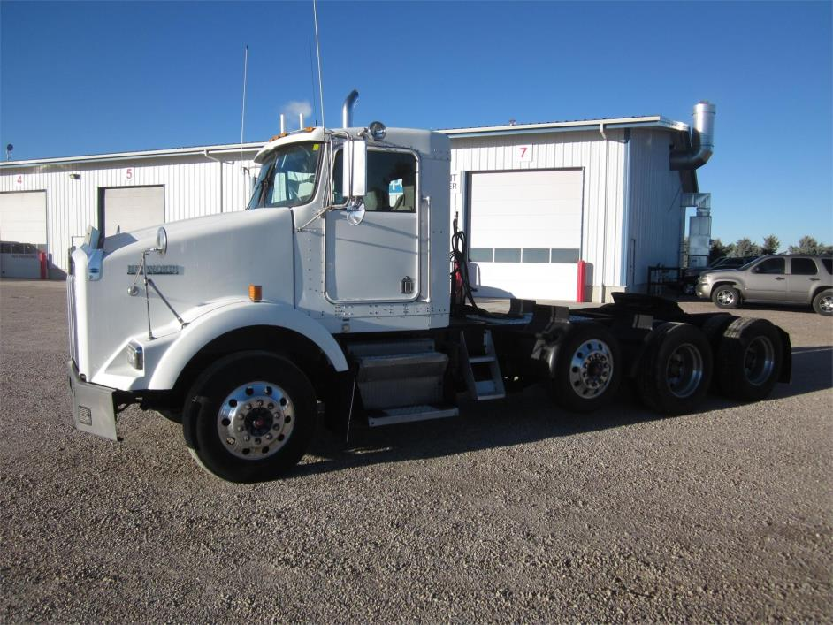 2003 Kenworth T800  Conventional - Day Cab