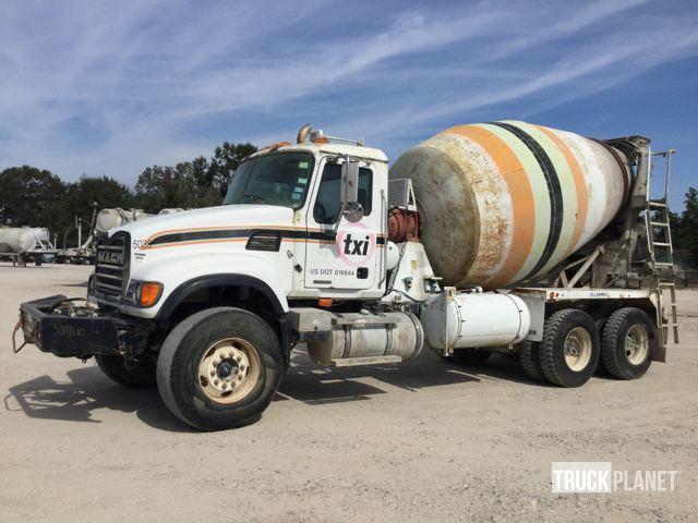 2005 Mack Cv713  Mixer Truck