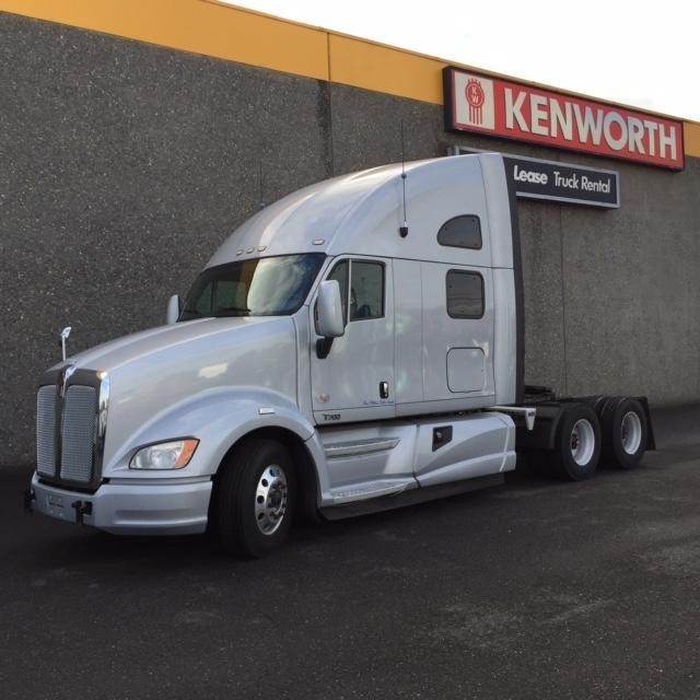 2012 Kenworth T700 Conventional - Sleeper Truck