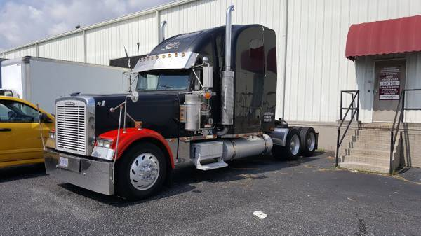 2000 Freightliner Classic Tractor