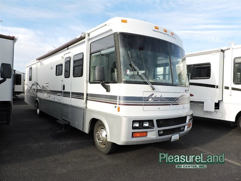 Winnebago Adventurer 37G