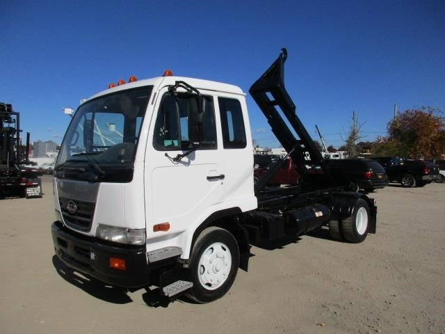 2008 Ud 2300lp Hooklift Truck
