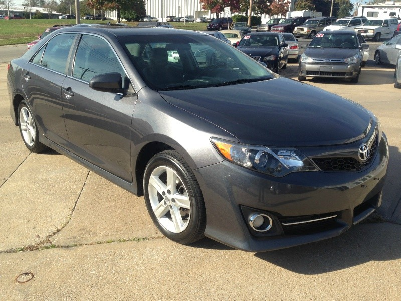 2013 Toyota Camry SE - Only 44k Miles - Like New - ONE OWNER!!!