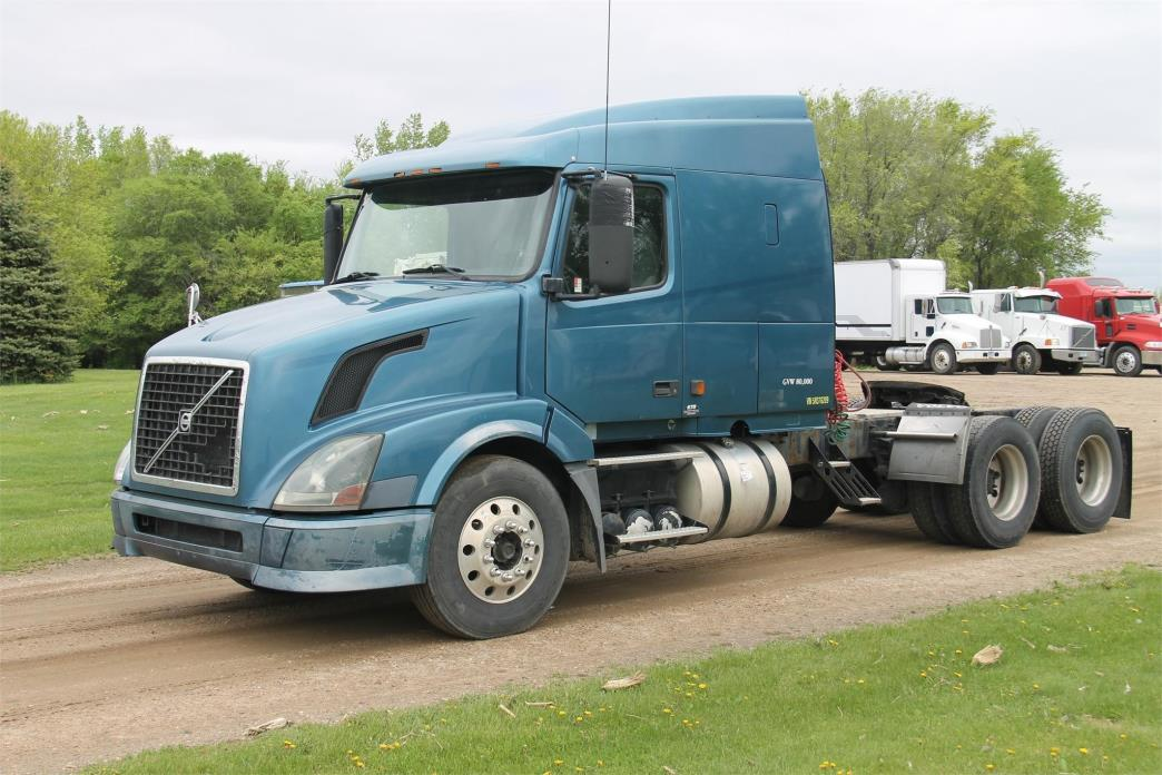 2005 Volvo Vnl64t630 Conventional - Sleeper Truck