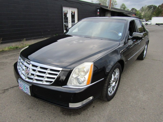 2006 Cadillac DTS 4dr Sdn *BLK ON BLK* LOW MILES SUPER CLEAN CADDY !!