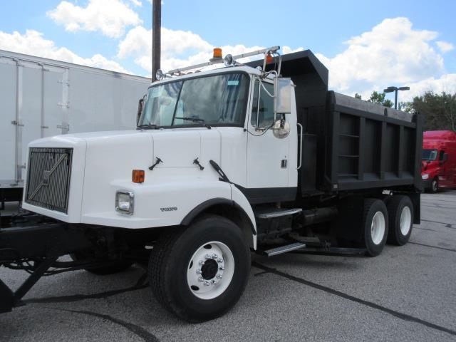 2000 Volvo Wg64t Dump Truck