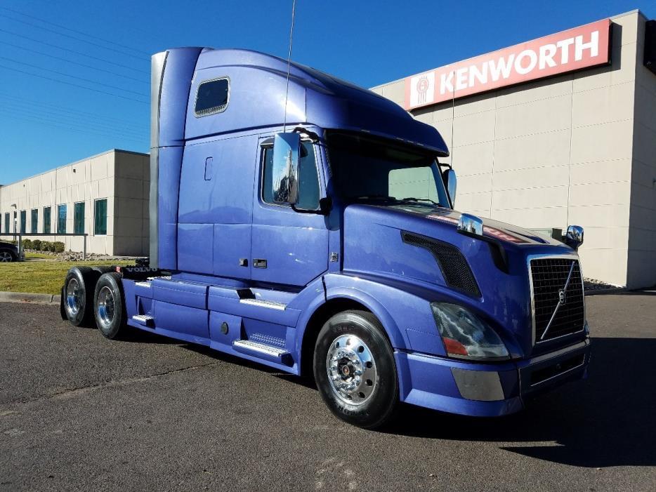 2012 Volvo Vnl  Conventional - Sleeper Truck