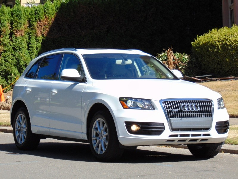 2011 AUDI Q5 QUATTRO 2.0T PREMIUM PLUS WITH PANO ROOF, LIKE NEW, CLEAN CAR FAX CERTIFIED