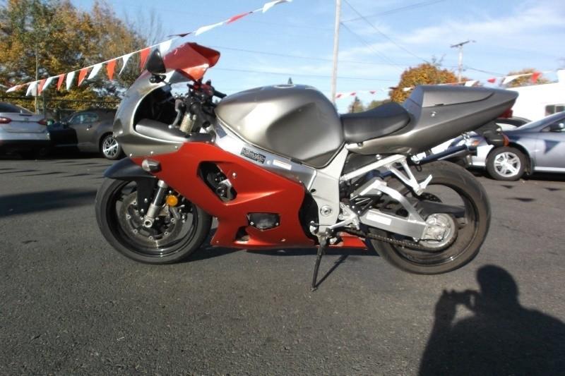 2003 Suzuki GSX750R**LOW MILES** Fast Handles Great Clean Title good tags