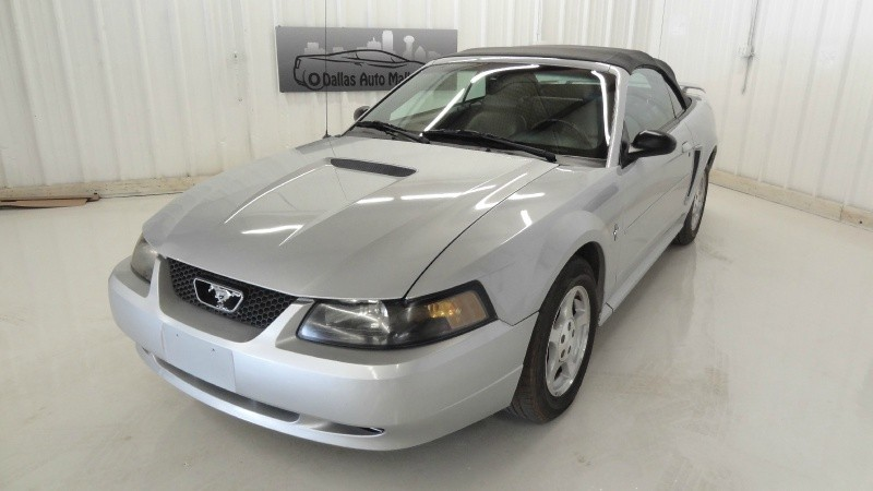 2002 Ford Mustang 2dr Convertible Deluxe