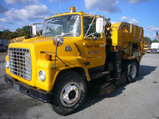 1982 Ford F7000  Sweeper