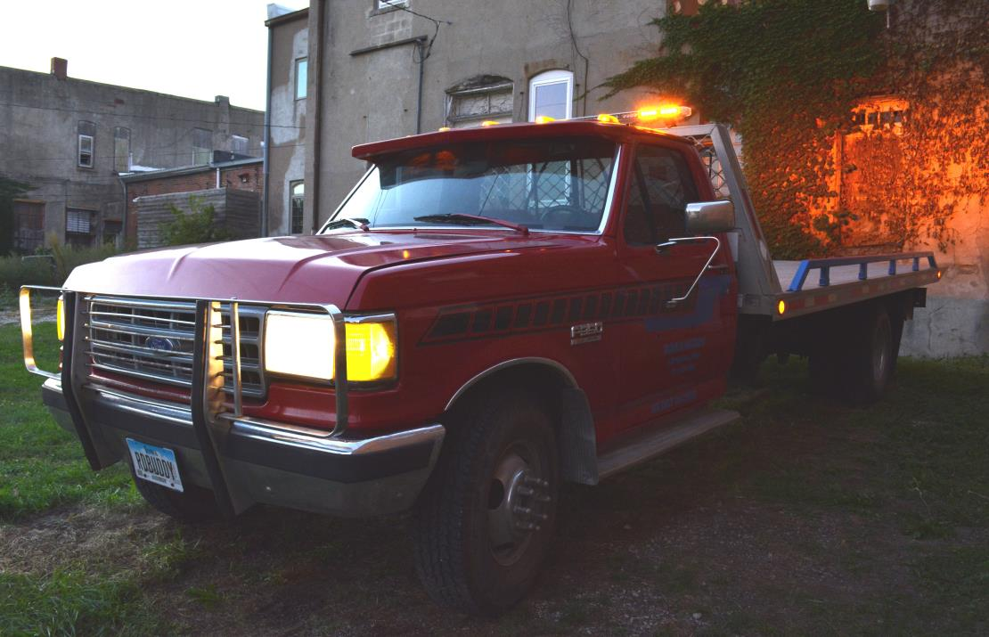 1987 Ford F350  Rollback Tow Truck