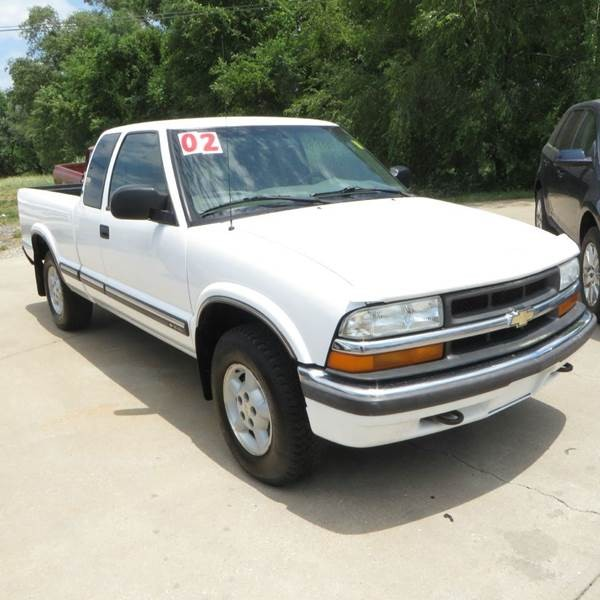 2002 Chevrolet S-10 LS 3dr Extended Cab 4WD SB
